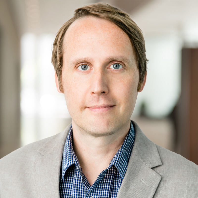 Acclaimed B2B Software CMO Angus Robertson Joins Chief Outsiders' Tribe of Fractional Executives